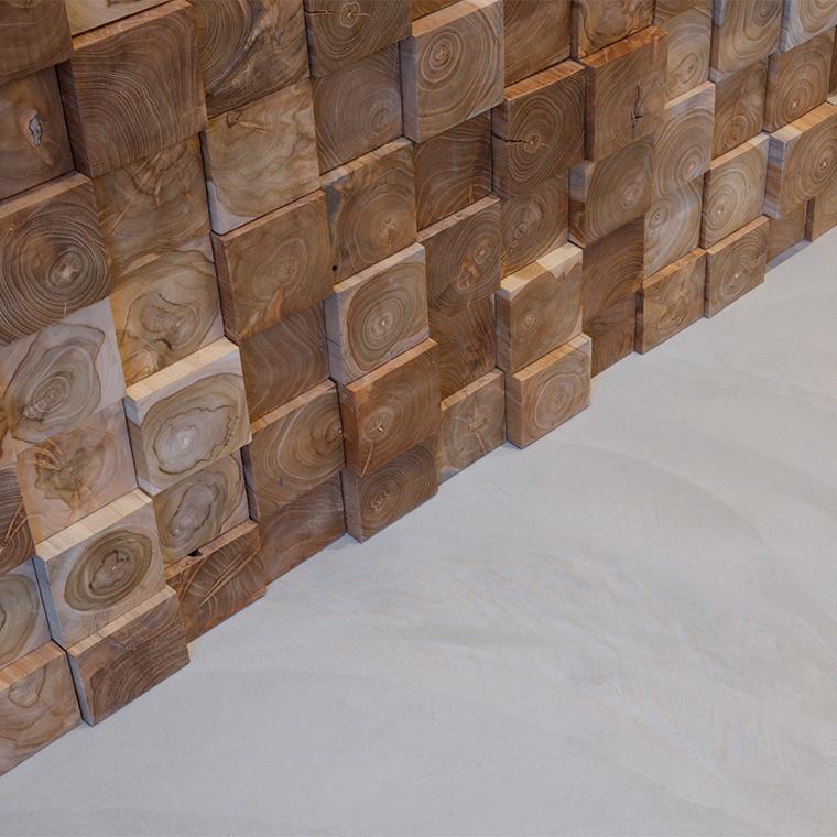 Détail matière Rénovation mur en bois sol béton ciré